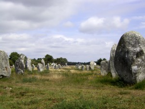 Carnac_megalith_alignment_2